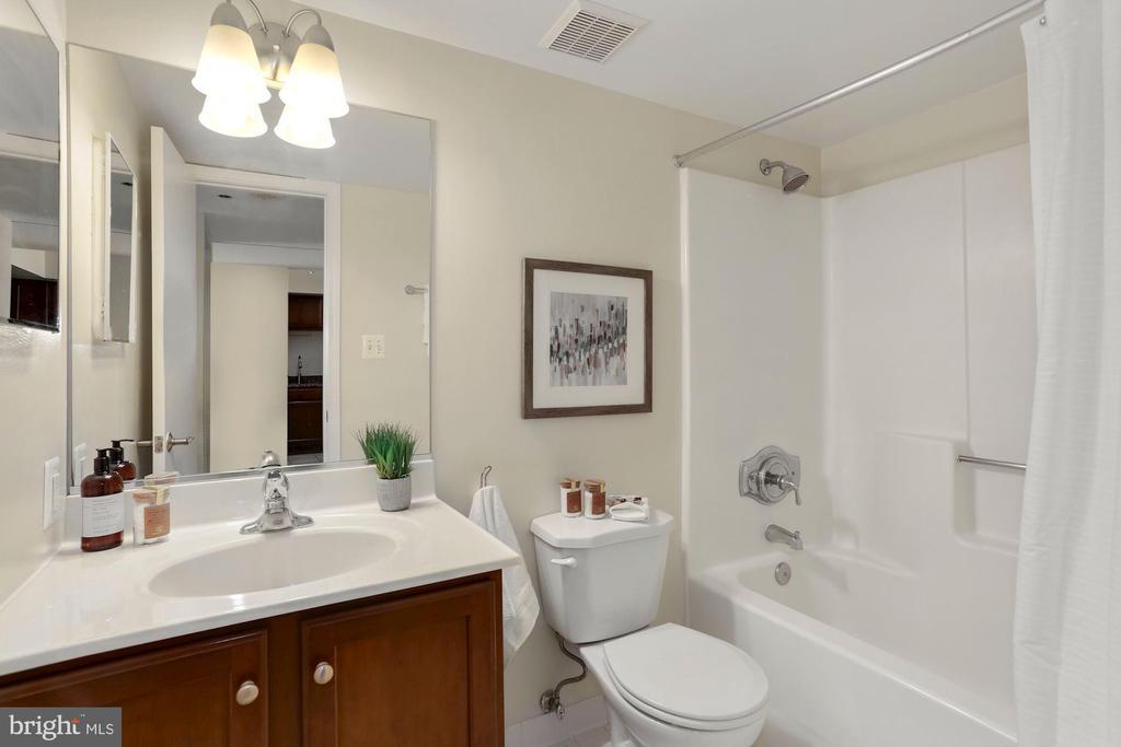 Bathroom - Cultured Marble Vanity Top - 1001 N RANDOLPH ST #214, ARLINGTON