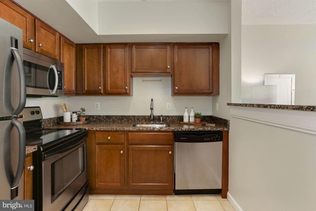 Kitchen - Cherry Wood Cabinetry! - 1001 N RANDOLPH ST #214, ARLINGTON