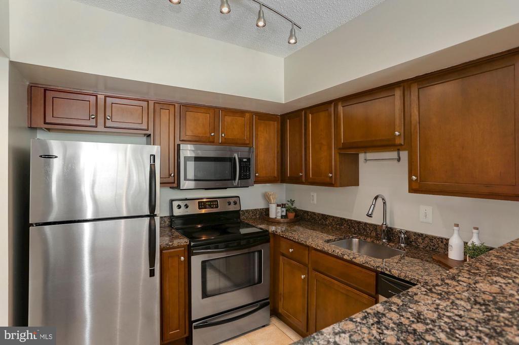Kitchen - Baltic Brown Granite Counter Tops! - 1001 N RANDOLPH ST #214, ARLINGTON