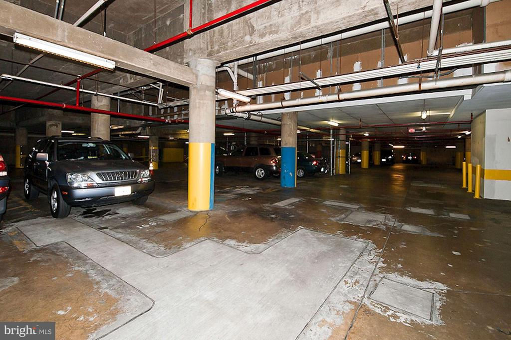 Condo Sale Comes with 1 Garage Parking Space! - 1001 N RANDOLPH ST #214, ARLINGTON