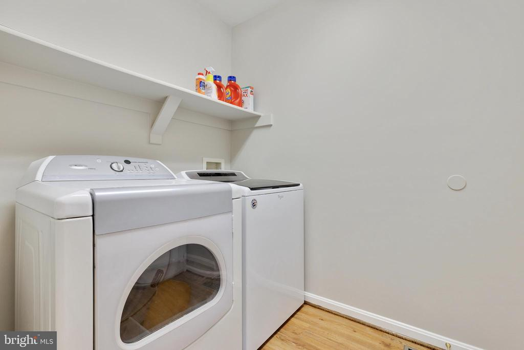 Main Level Laundry - 48 BOULDER DR, STAFFORD