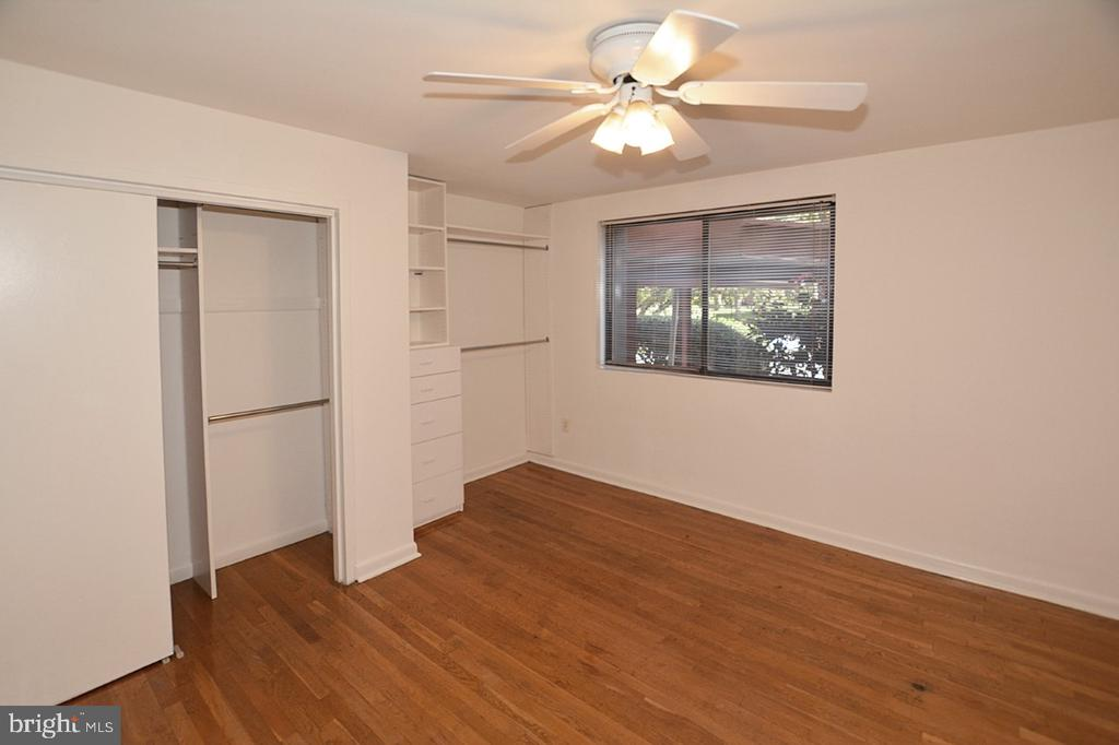 Bedroom  with Ceiling Fan - 2016 N ADAMS ST #401, ARLINGTON