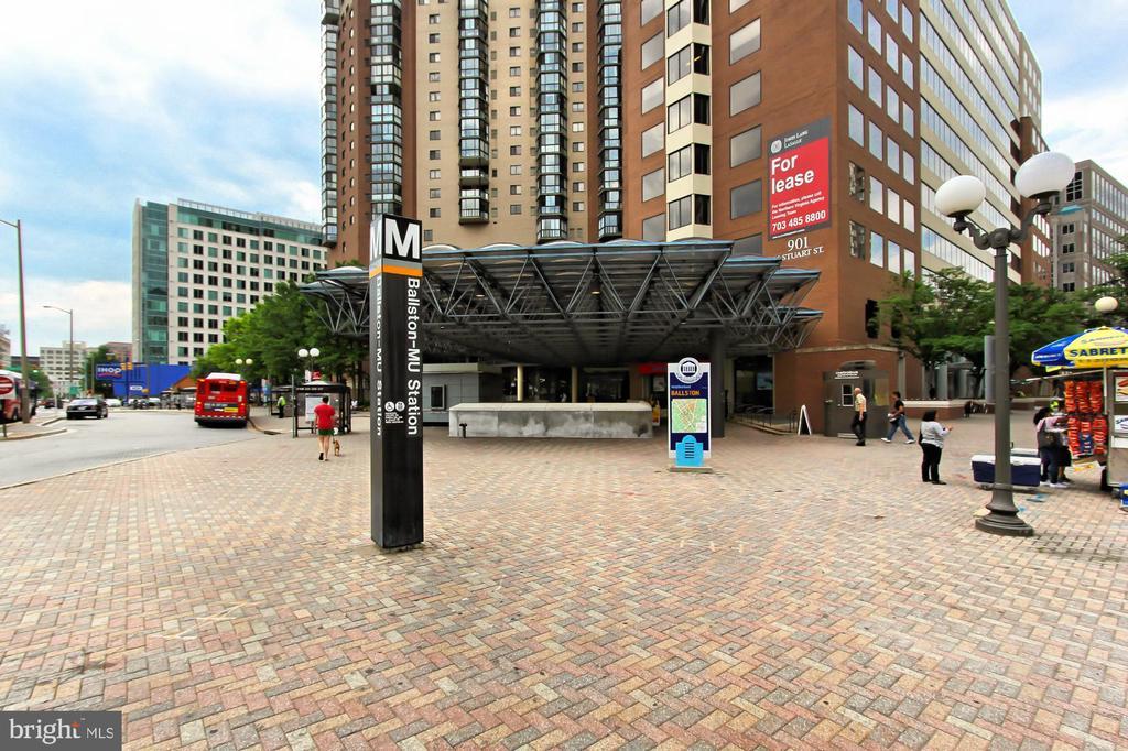 Walk to Ballston Metro - 1174 N VERNON ST, ARLINGTON