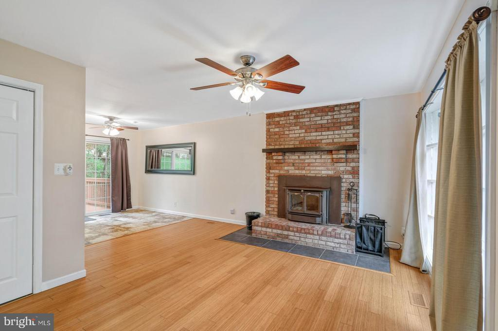 Warm up with wood burning fireplace - 6 RUBY DR, STAFFORD
