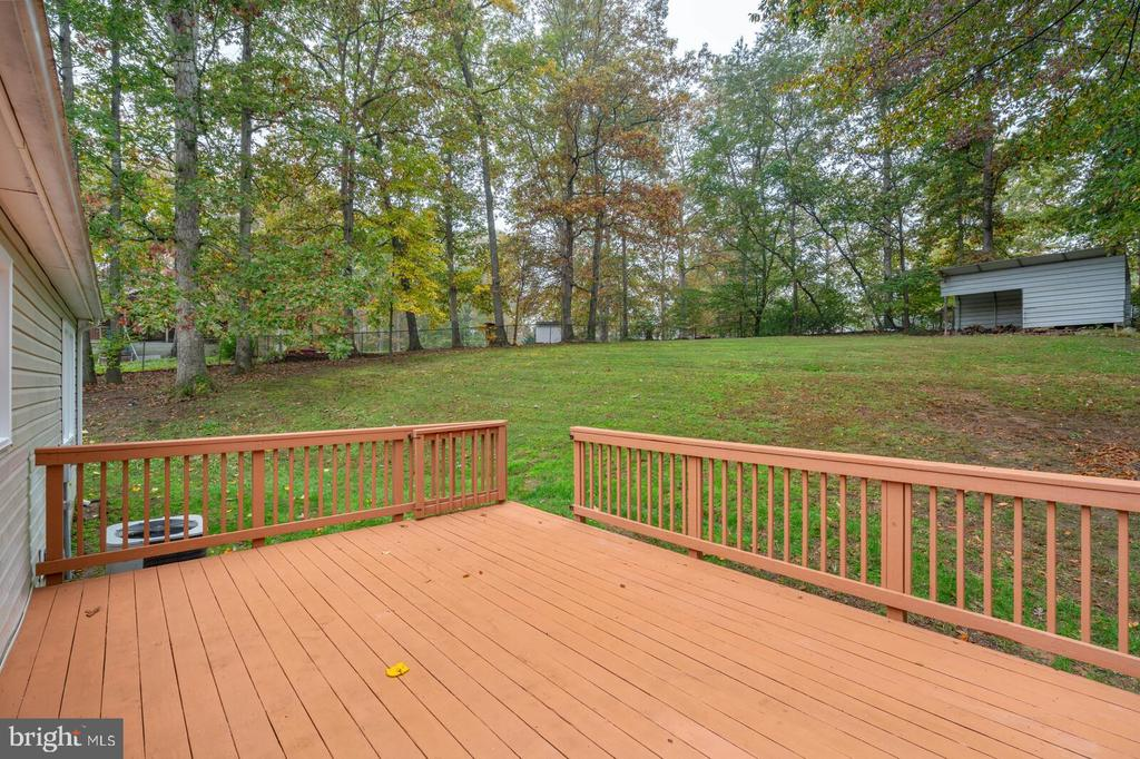 Spacious deck overlooking backyard - 6 RUBY DR, STAFFORD