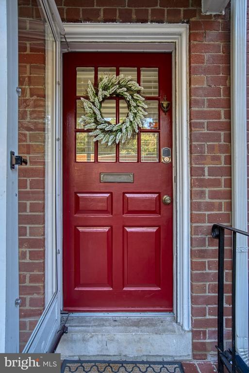 Gotta love a red-door home! - 4819 27TH RD S #2503, ARLINGTON