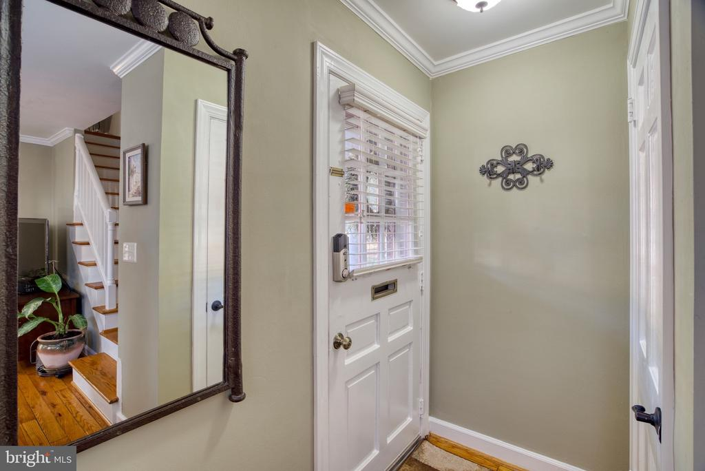 Inviting foyer... - 4819 27TH RD S #2503, ARLINGTON