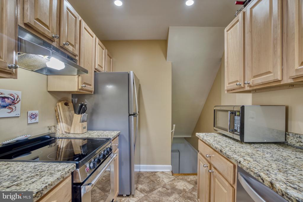 Upgraded SS appliances - 4819 27TH RD S #2503, ARLINGTON