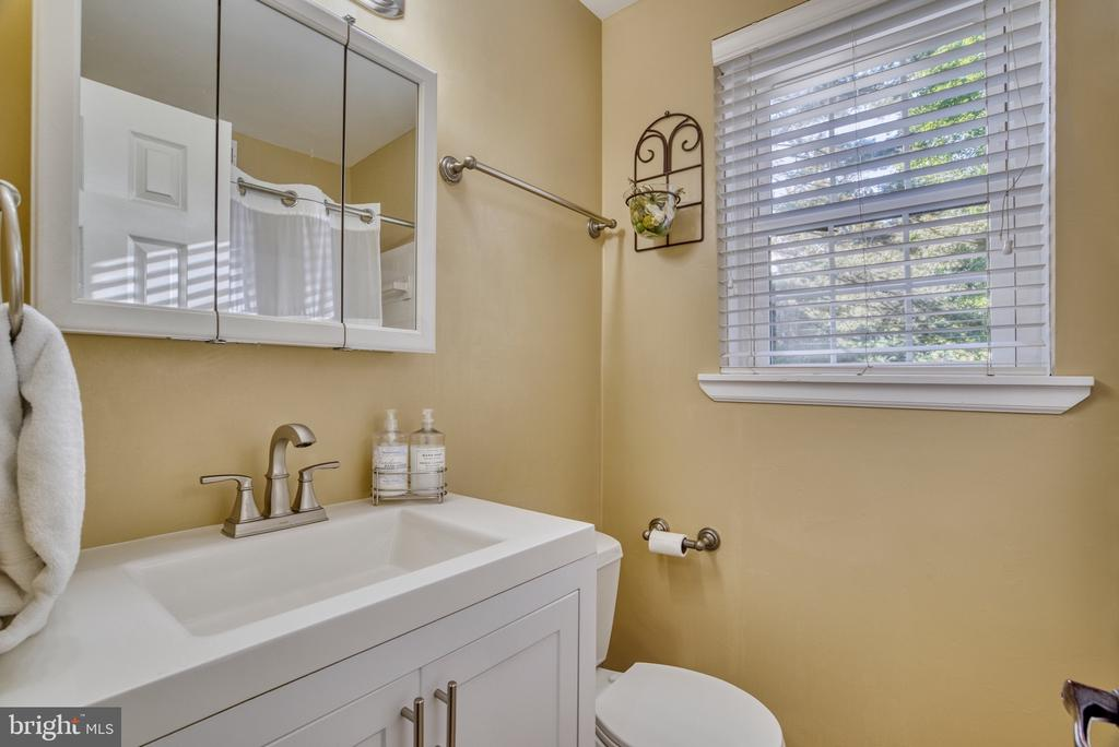 Upgraded full bath upstairs - 4819 27TH RD S #2503, ARLINGTON