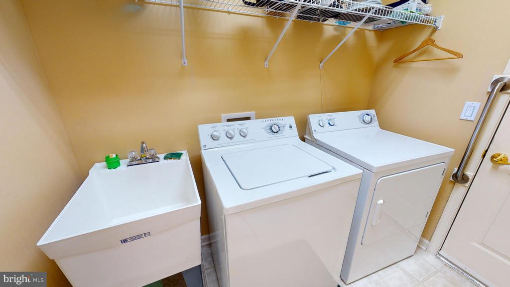 Laundry room and garage entry area - 4 BLUEFIELD LN, FREDERICKSBURG