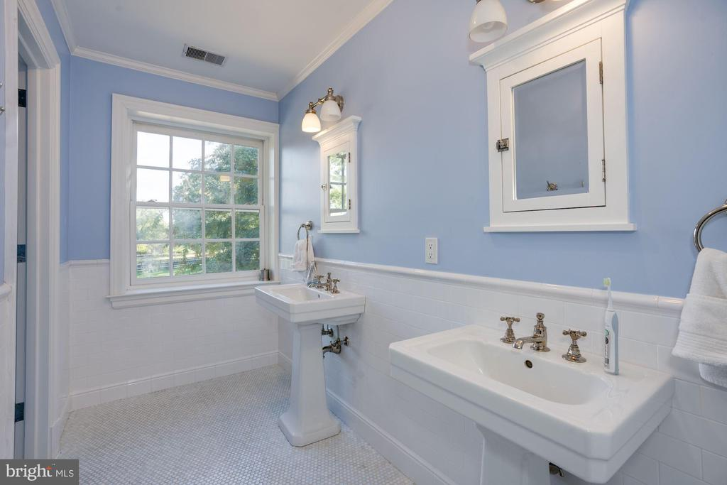 Bathroom - 1201 TOWLSTON RD, GREAT FALLS