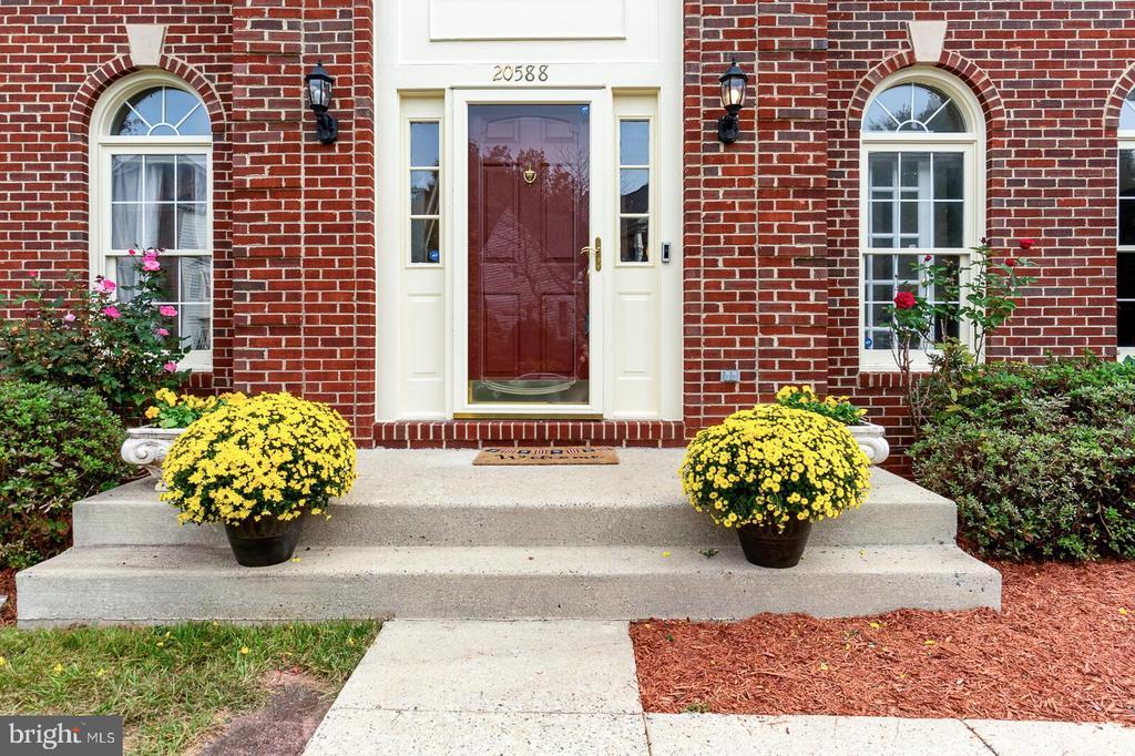 Front Door - 20588 TANGLEWOOD WAY, STERLING