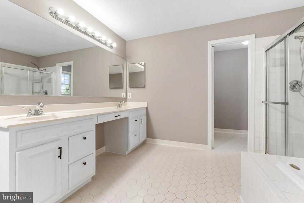 Master Bathroom - 20588 TANGLEWOOD WAY, STERLING