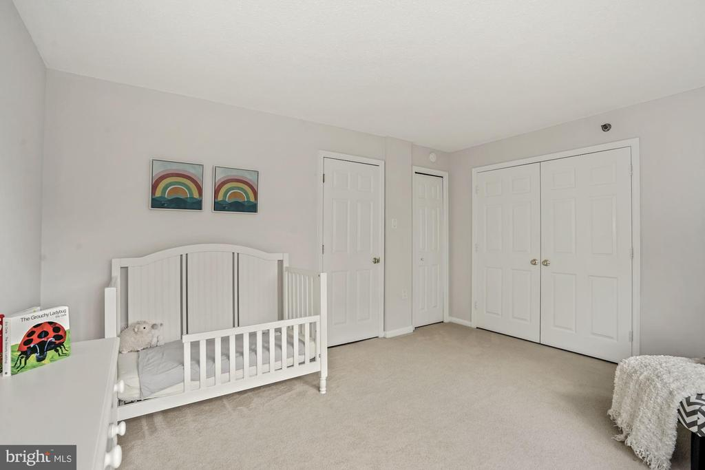 2nd/guest bedroom w/2 closets - 1301 N COURTHOUSE RD #801, ARLINGTON
