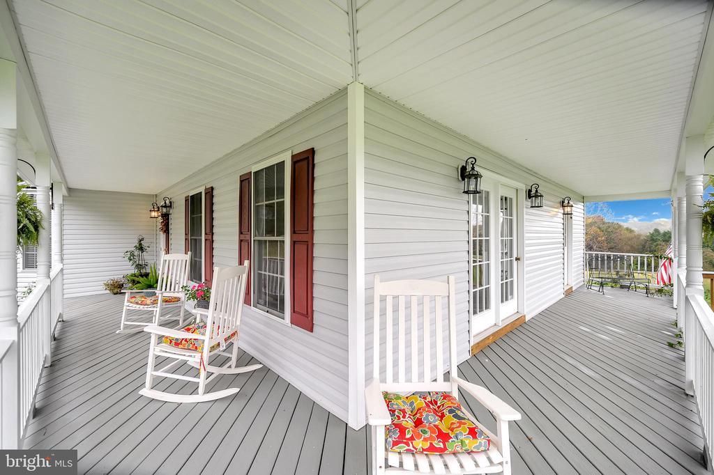 Wrap around porch! - 20 VAN HORN LN, STAFFORD