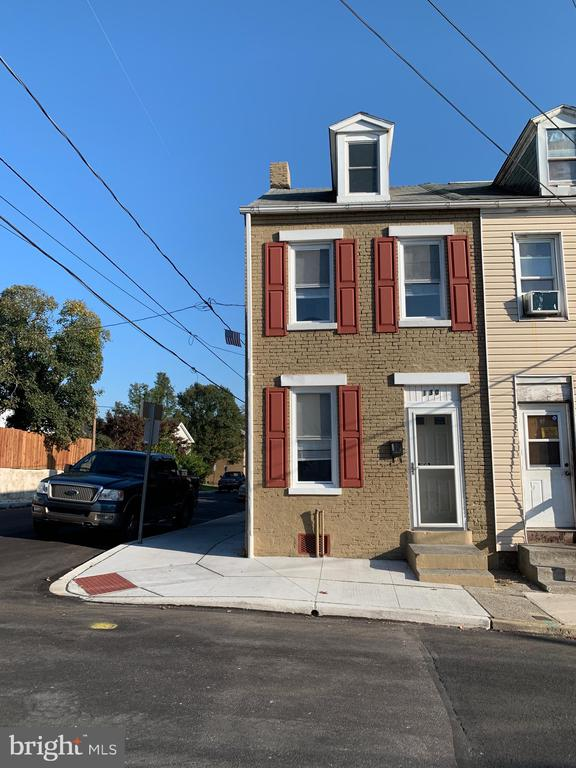 130 PERRY ST, Columbia PA 17512