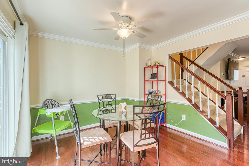 Dining room with crown molding - 3608 EAGLE ROCK CT, WOODBRIDGE