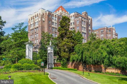 4000 CATHEDRAL AVE NW #326B