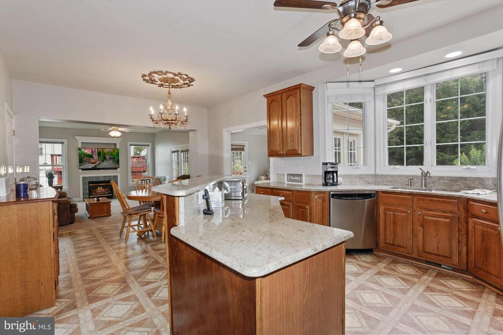 Kitchen is Open to the Family Room and the Sunroom - 10383 SESAME CT, MANASSAS