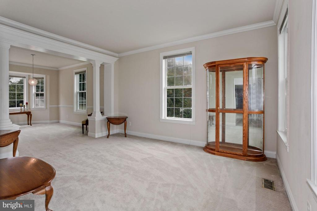 Spacious Living Room off the Foyer - 10383 SESAME CT, MANASSAS