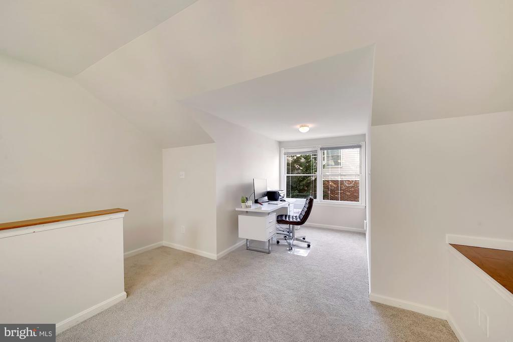 Perfect Flex Space for Office/Exercise/Bedroom - 1168 N VERMONT ST, ARLINGTON