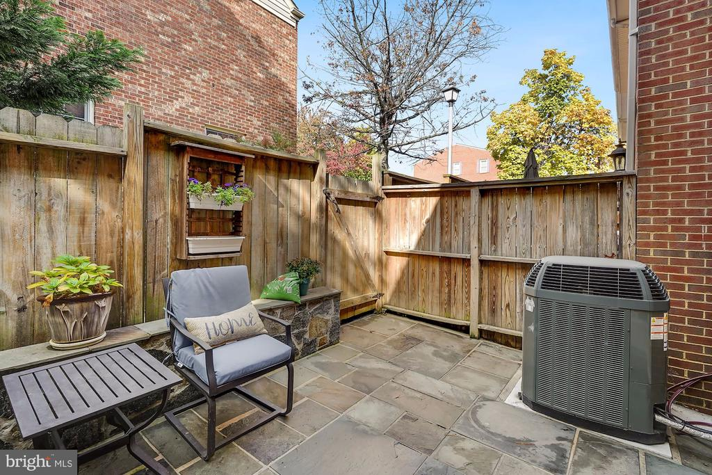 The perfect private outdoor spot - 1168 N VERMONT ST, ARLINGTON