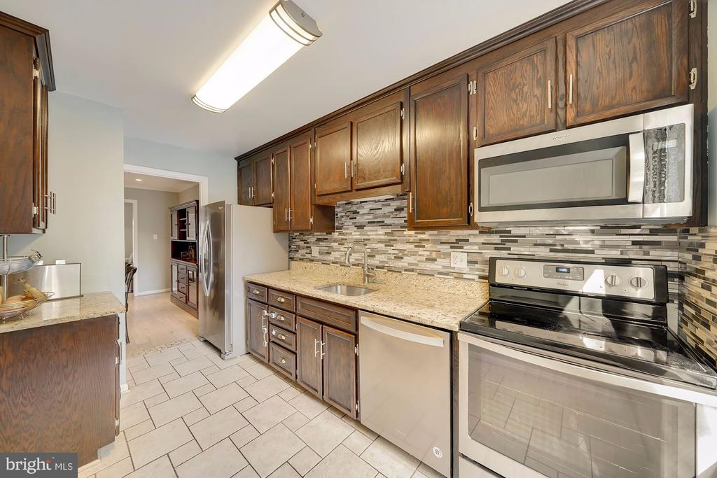 Renovated Kitchen - 1168 N VERMONT ST, ARLINGTON