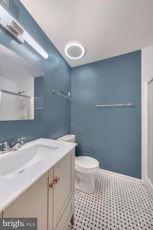 Fully Renovated Full Bathroom - 1168 N VERMONT ST, ARLINGTON