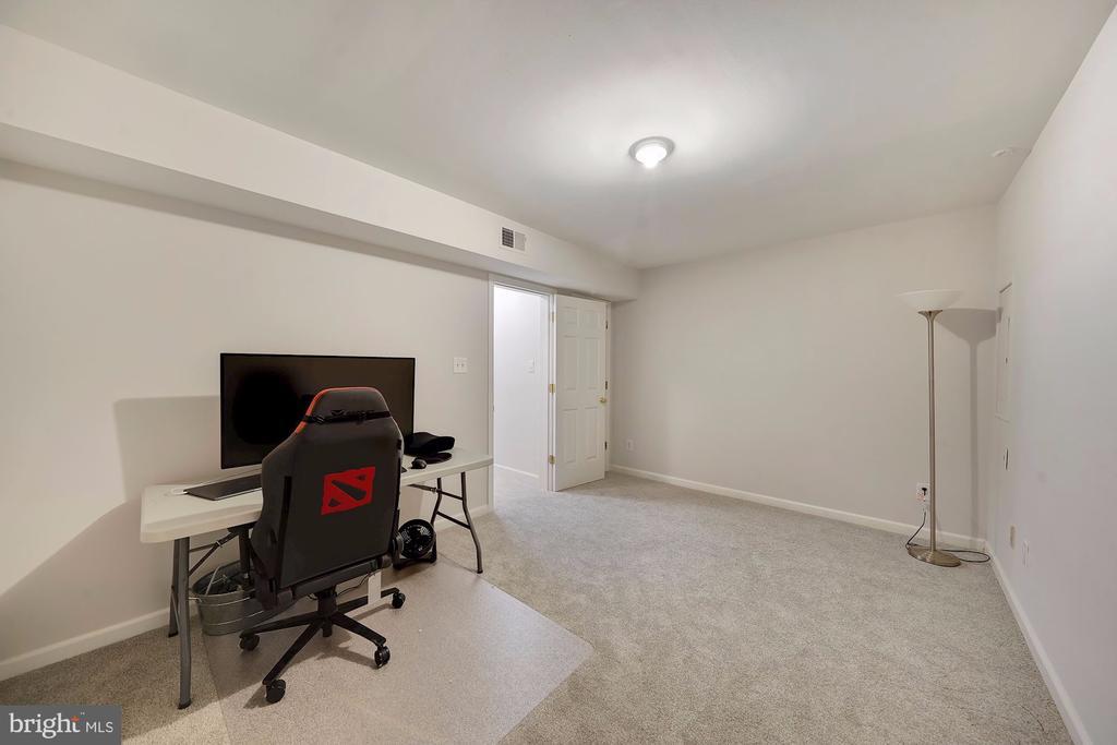 Basement Recreation Room! - 1168 N VERMONT ST, ARLINGTON
