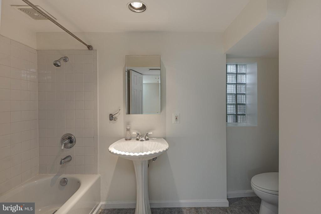 Renovated Lower Level Bath - 6947 N FOUR MILE RUN DR, ARLINGTON