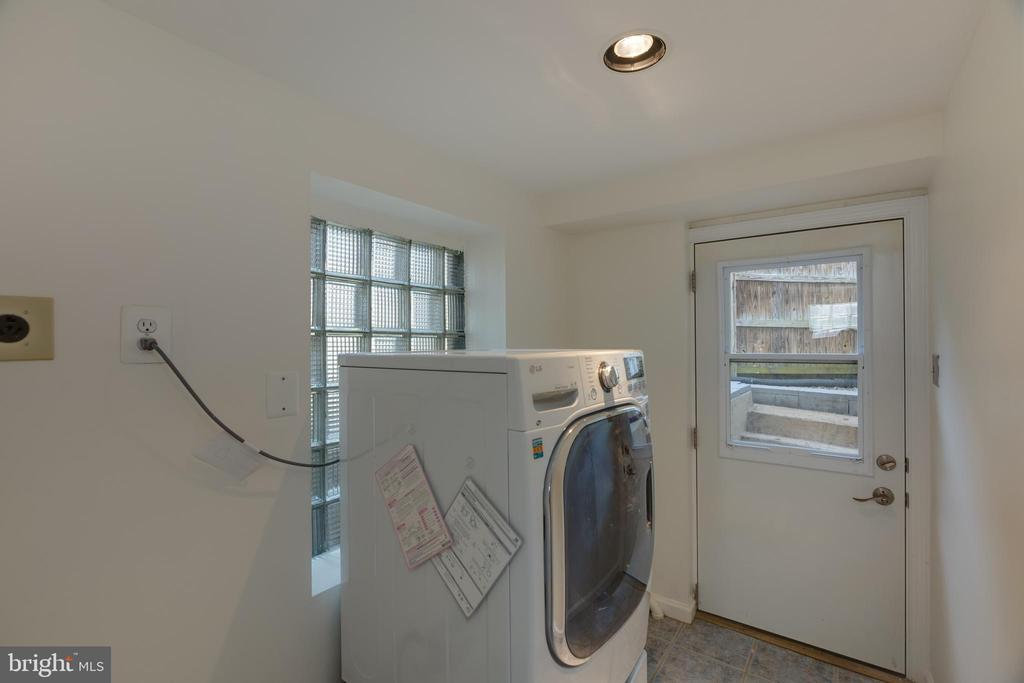 Laundry Room with  Washer/Dryer Combo - 6947 N FOUR MILE RUN DR, ARLINGTON