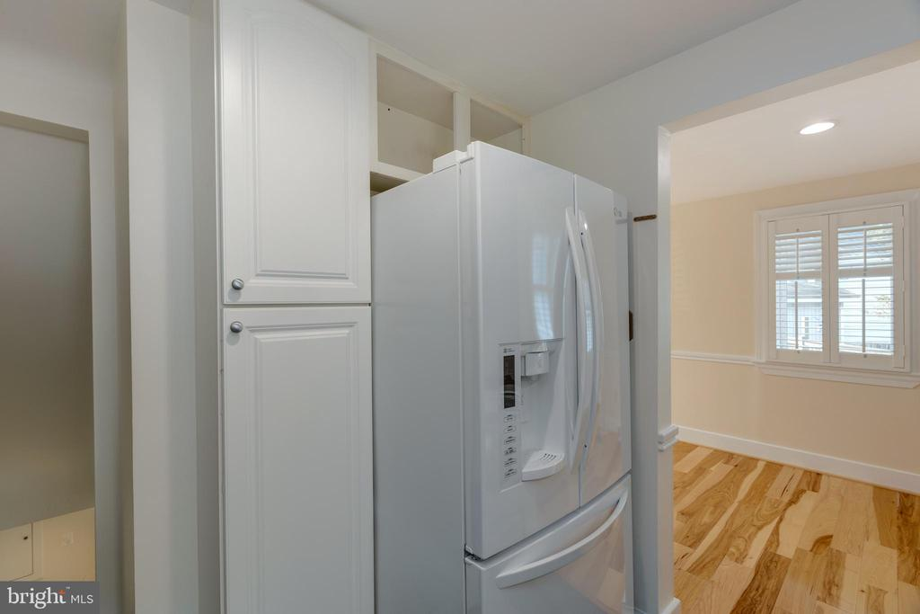 Nice Pantry Space - 6947 N FOUR MILE RUN DR, ARLINGTON
