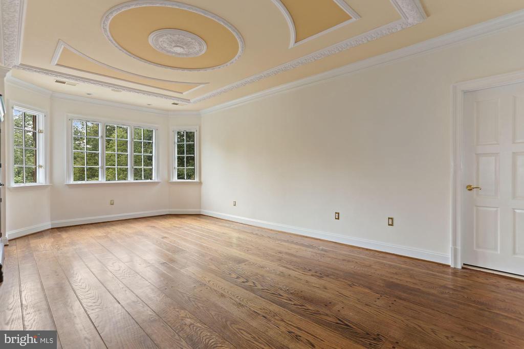 Bedroom #2 with full bath en-suite - 7984 GEORGETOWN PIKE, MCLEAN