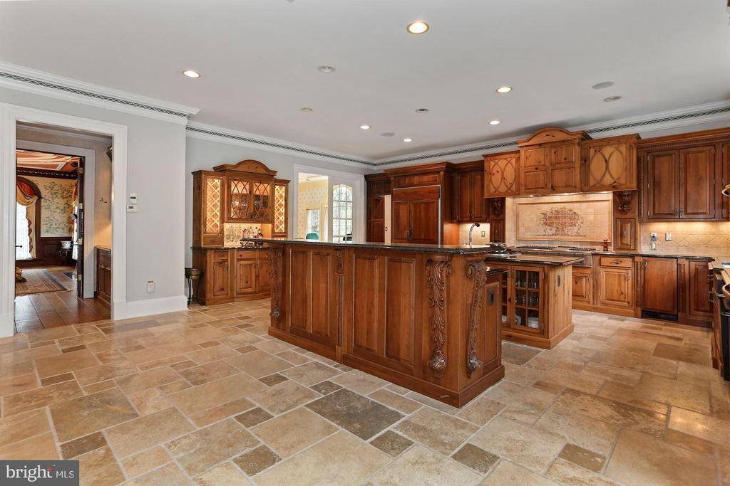 Kitchen has island seating, as well as table space - 7984 GEORGETOWN PIKE, MCLEAN