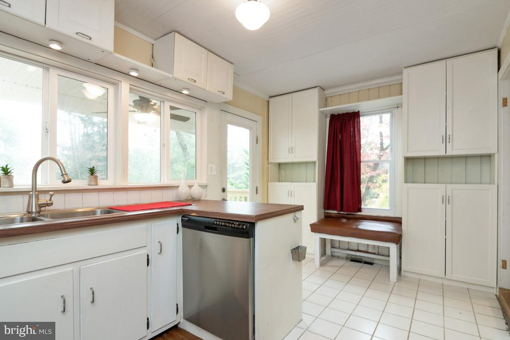 The Kitchen features space for a table - 3635 BUCKEYSTOWN PIKE, BUCKEYSTOWN