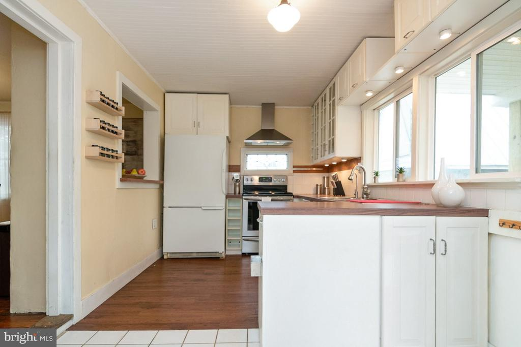 Eat-In Kitchen with white cabinetry - 3635 BUCKEYSTOWN PIKE, BUCKEYSTOWN