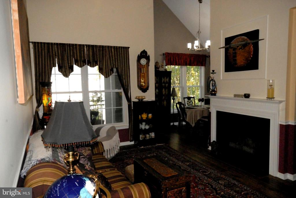Cozy up to the fireplace - 46580 DRYSDALE TER #300, STERLING