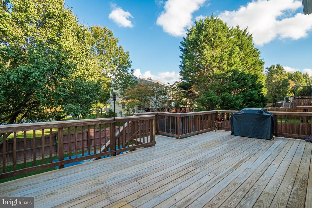LARGE DECK W/ STAIRS - 30 FULTON DR, STAFFORD