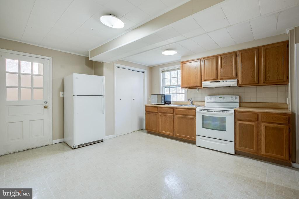 Lower level kitchen - 12813 LAYHILL RD, SILVER SPRING