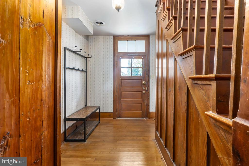 Main entry into smaller home - 7901 MELTON LN, SPOTSYLVANIA