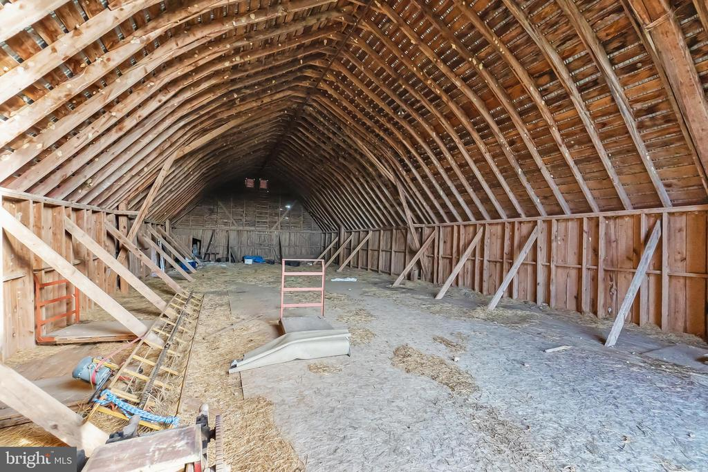 L Shaped Hay Barn with lots of room for whatever - 7901 MELTON LN, SPOTSYLVANIA