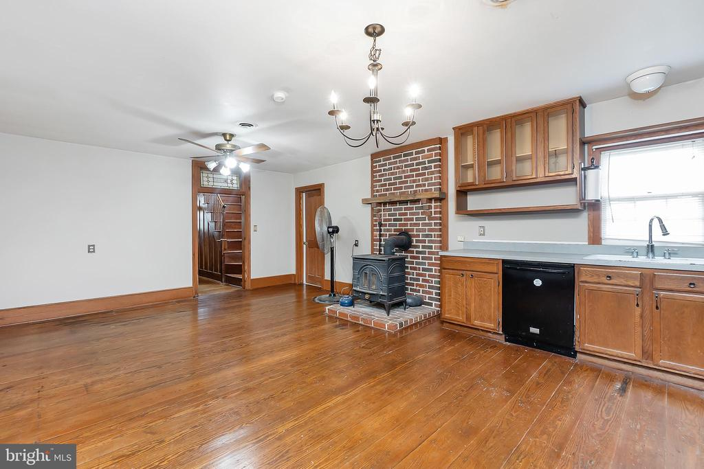 Inviting kitchen with plenty of space - 7901 MELTON LN, SPOTSYLVANIA