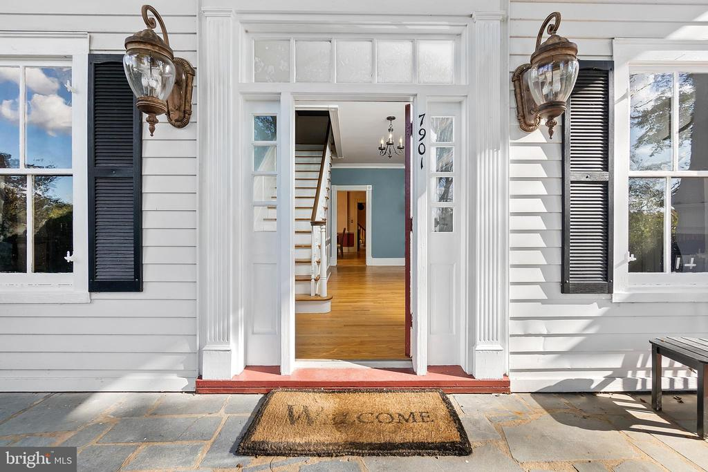 Inviting entry - 7901 MELTON LN, SPOTSYLVANIA