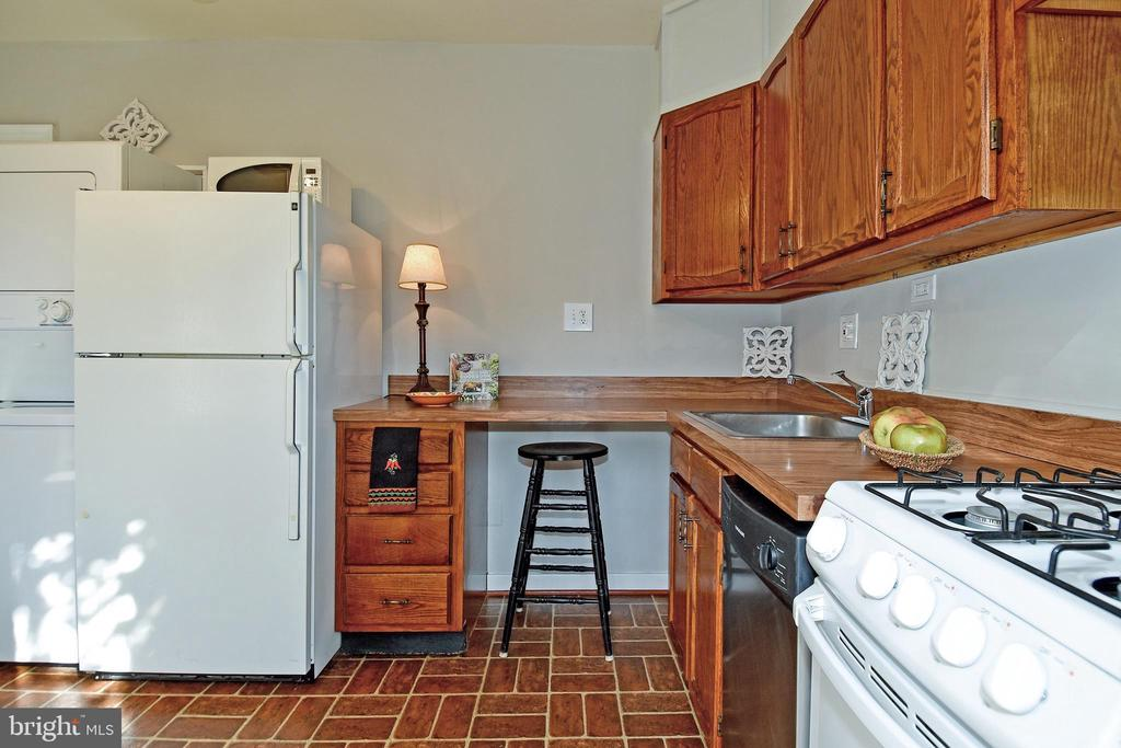 Kitchen with great counter space and Washer/Dryer - 1600 S BARTON ST #747, ARLINGTON