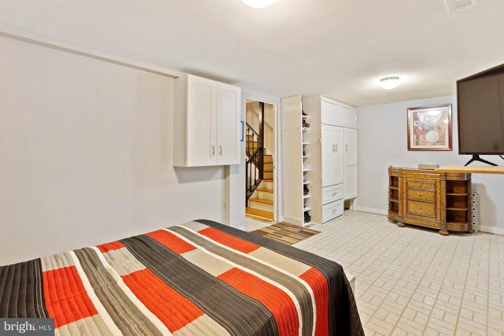 4th bedroom - 55 MILLARD CT, STERLING