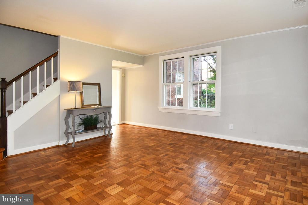 Sunny Living Room, glowing hardwoods - 1600 S BARTON ST #747, ARLINGTON