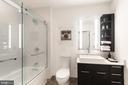 Dual-entry bath - 70 SE N ST SE #N608, WASHINGTON