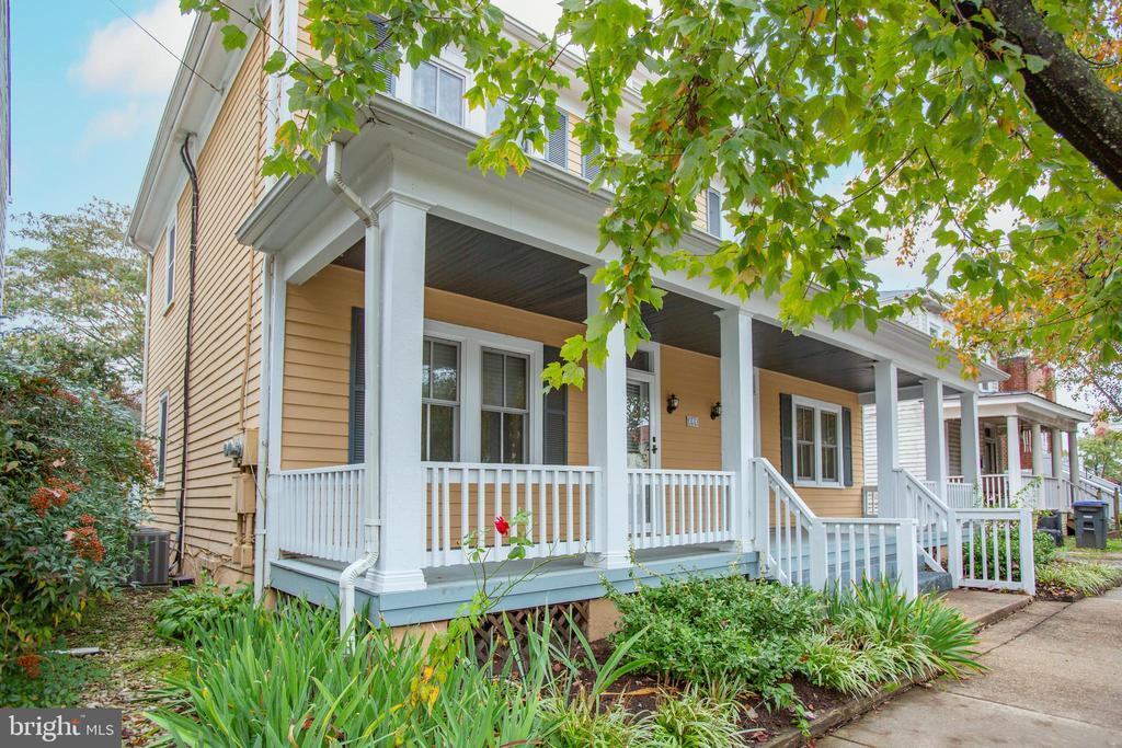 Great front porch - 313 WOLFE ST, FREDERICKSBURG