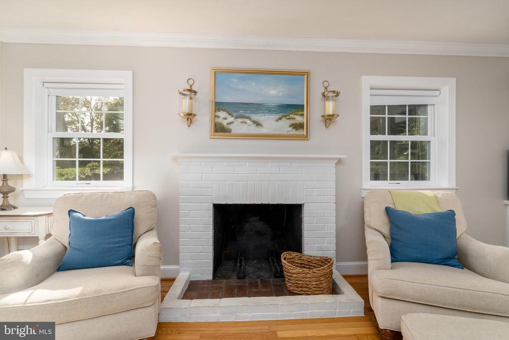 Fireplace in living room - 3502 HALCYON DR, ALEXANDRIA