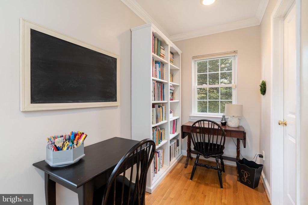 Plenty of room for homework in the family room! - 3502 HALCYON DR, ALEXANDRIA
